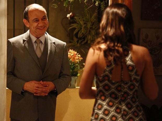 Júnior aparece de surpresa na casa de Mari (Foto: Raphael Dias/Gshow)