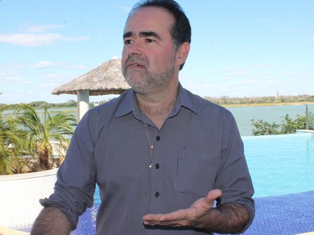 Prefeito Julio Lossio comenta decisão do STF em quebra de contrato com Compesa (Foto: Juliane Peixinho / G1)