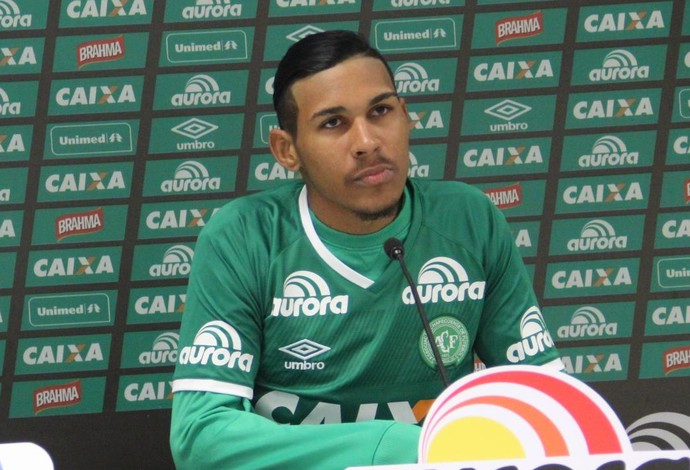 chapecoense apresentação aílton canela (Foto: Reprodução Facebook)