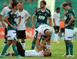 Renato Augusto machucado, Guarani x Corinthians (Foto: Denny Cesare/Agência Estado)