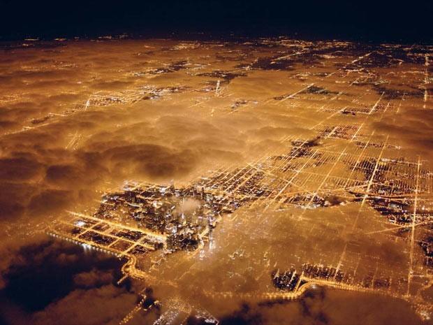 Vista aérea da cidade de Chicago, nos Estados Unidos. País tem a quinta maior pegada ecológica, ou seja, é a quinta nação que mais consome recursos naturais, de acordo com o relatório do WWF. (Foto: National Geographic Stock/Jim Richardson /WWF)