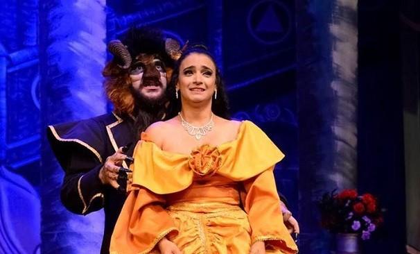 Cena do espetáculo A Bela e a Fera (Foto: Afranio Brito)