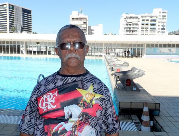 Seu Abel cuidador Julio Delamare natação parque aquático (Foto: Leo Velasco)