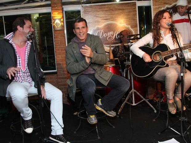 Conrado, Eri Johnson e Luka cantam em festa no Rio (Foto: Anderson Borde/ Ag. News)