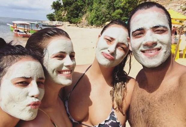 Yanna Lavigne curtindo feriado com amigos no nordeste (Foto: Reprodução/Instagram)
