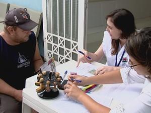 Carlos Alberto Milan foi um dos moradores que foi à procura da vacina neste sábado (Foto: Reprodução/TV TEM)