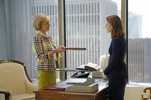 Christine Baranski e Rose Leslie em cena de 'The good fight' (Foto: Patrick Harbron/CBS)