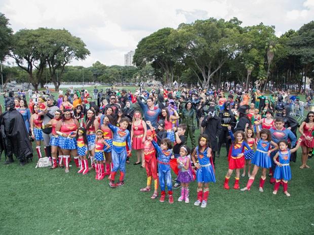 'Heróis' se reuniram em gramado do Centro Esportivo Tietê (Foto: Paulo Lopes/Futura Press/Futura Press/Estadão Conteúdo)