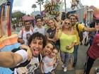Rafael Almeida visita estúdios Universal durante férias em família