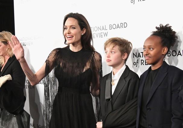 Angelina Jolie com as filhas (Foto: Getty Images)
