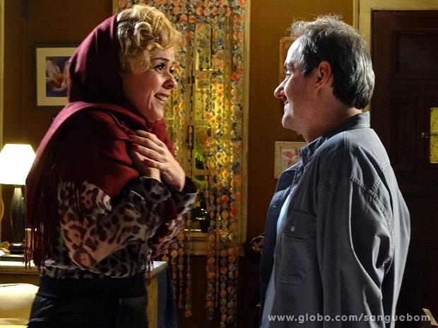 Bárbara Ellen pedindo ajuda a Gilson? Aí tem... (Foto: Sangue Bom / TV Globo)