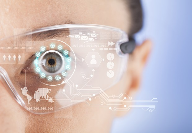 Wearable: mulher com óculos futurista (Foto: Thinkstock)
