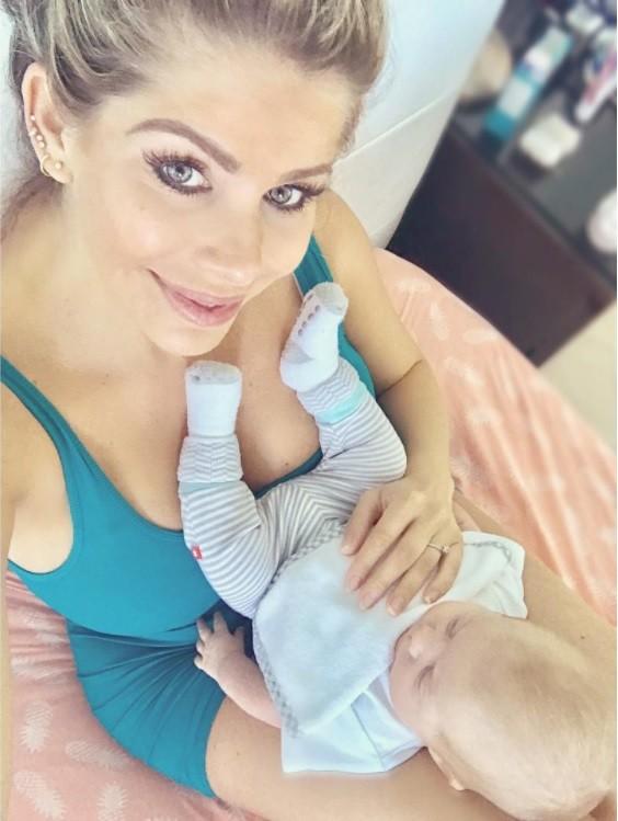 Karina Bacchi e o filho Enrico (Foto: Instagram)