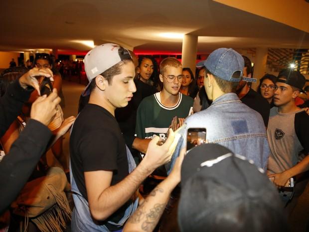 Justin Bieber na Zona Sul do Rio (Foto: Gabriel Rangel e Marcello Sá Barretto/ Ag. News)