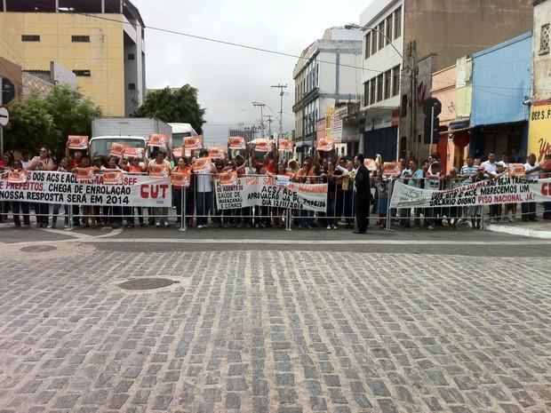 Grupo protesta contra presidente Dilma em Fortaleza (Foto: Diana Vasconcelos/G1 CE)