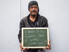 Fotógrafos registram pedidos de Ano Novo de moradores de rua de Mogi