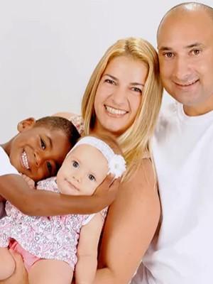 Após ser adotada, mulher repete o ato e adota menino em Itanhaém (Mariângela Aparecida Buccioli Pimenta/Arquivo Pessoal)