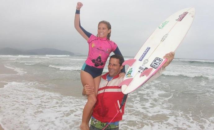 Pâmela Mel surfe Maresias Circuito Medina (Foto: Jorge Mesquita/ Divulgação)