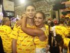 Valesca Popozuda troca carinhos com o namorado na Sapucaí, no Rio