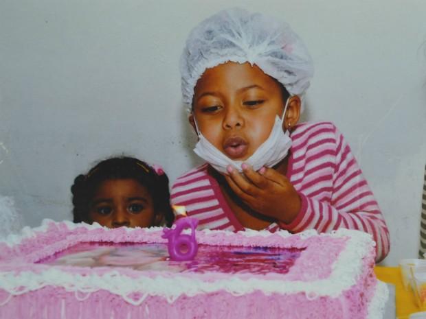 Aniversário de seis anos de Larissa, comemorado no hospital (Foto: Marlete Oliveira/ Arquivo Pessoal)