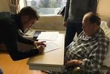 Brasileiro assina contrato com time  da Turquia em um quarto de hospital