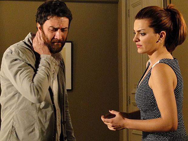 Rodrigo se sente mal e interrompe a cura (Foto: Amor Eterno Amor/TV Globo)