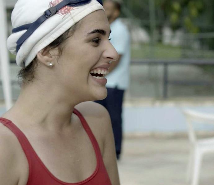 Julia aparece toda feliz com o tempo que fez (Foto: TV Globo)