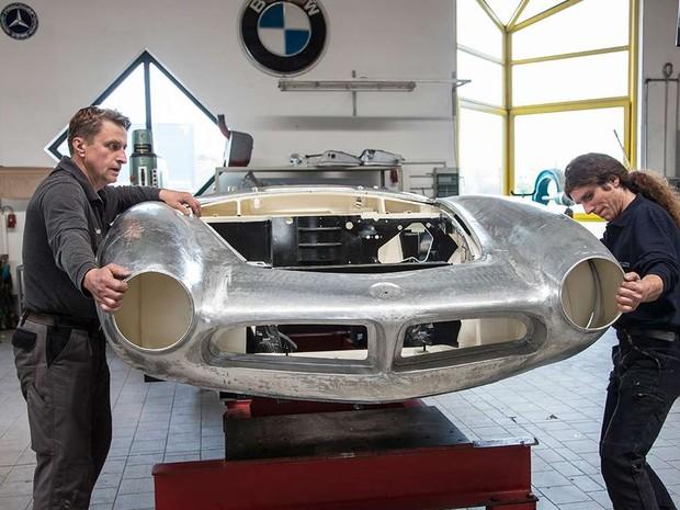 Processo buscou recriar o carro nas configurações originais de 1957 (Foto: Divulgação/BMW)