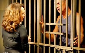 Muricy deixa Leleco na cadeia ao descobrir que ele ajudou Tessália