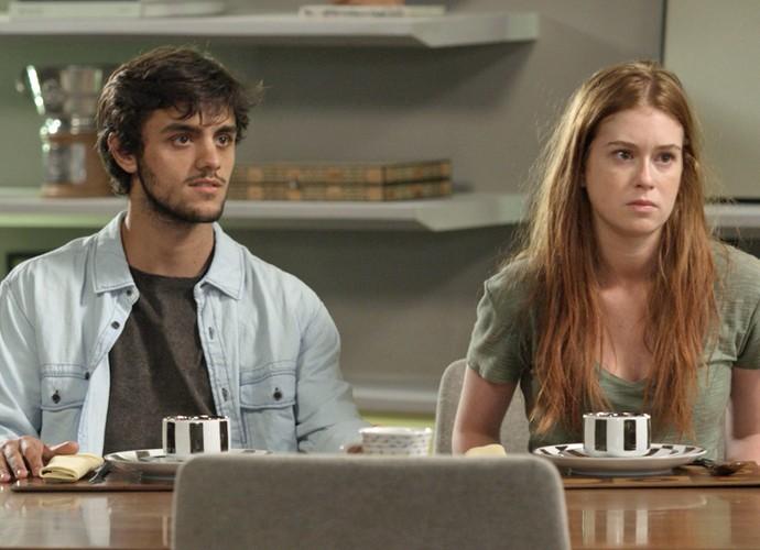 Eliza e Jonatas acabam de chegar na casa de Arthur (Foto: TV Globo)