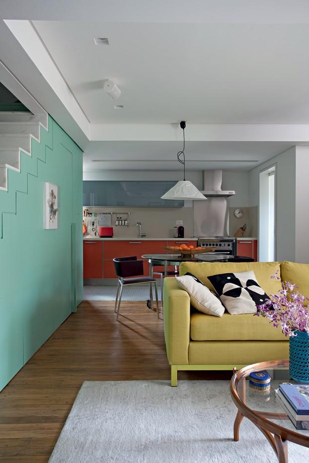 Integração | O grande living integra estar, jantar e cozinha, sem nenhum tipo de barreira. Apenas o mobiliário delimita os ambientes (Foto: Marco Antonio/Casa e Jardim)
