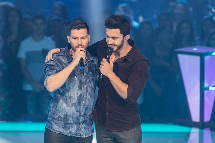 Gabriel Correa e Luiz Otávio Reis cantam na Batalha do The Voice Brasil (Foto: Artur Meninea/Gshow)