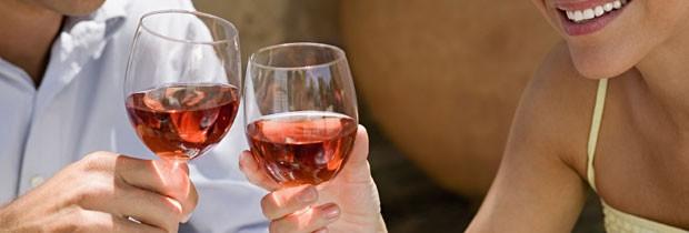A quantidade de vinho que não faz mal à saúde é de apenas uma tacinha por dia (Foto: Think Stock)