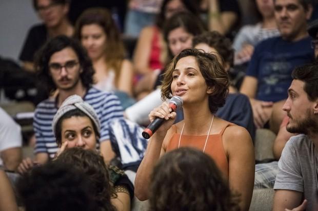 Camila Pitanga no debate sobre o cinema brasileiro em Tiradentes, MG (Foto: Beto Sataino)