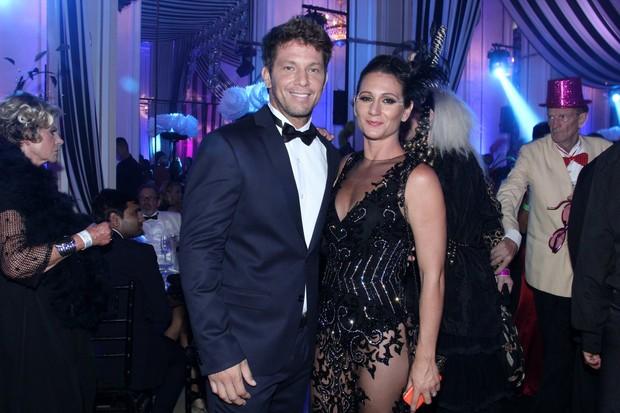 Baile do Copa - Mario Frias e Juliana (Foto: Alex Palarea e Marcello Sá Barretto/AgNews)