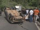 Carro capota e deixa duas pessoas feridas no trecho urbano da BR-381