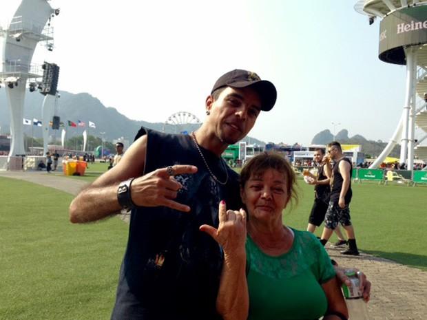 Mãe e filho vieram de São Gonçalo para ver show nesta sexta-feira (25)  (Foto: Káthia Mello/G1)