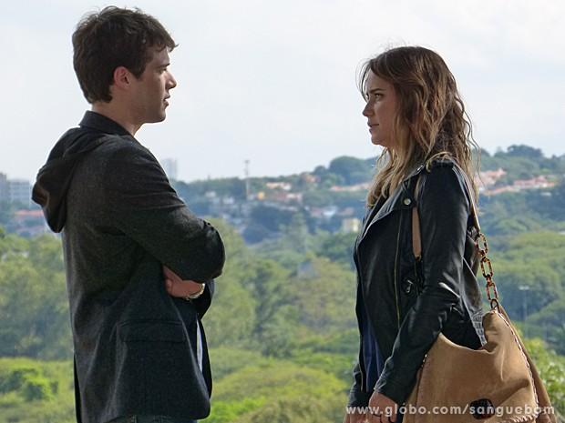 Malu cria coragem e diz para Mau rício que o ama (Foto: Sangue Bom/TV Globo)