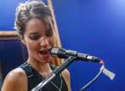 Nathalia Dill já fez aulas de canto e leva o hobby para o ensaio com os amigos (Foto: Artur Meninea/ Gshow)