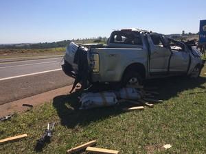 Condutor bateu em dois carros e perdeu o controle da direção (Foto: Mariane Peres/G1)