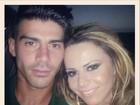 Viviane Araújo posta foto com noivo Radamés