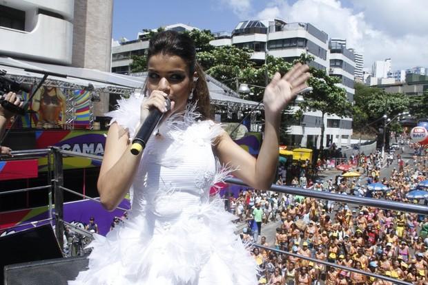 Mari Antunes, do Babado Novo, em bloco em Salvador (Foto: Thiago Duran/AgNews)