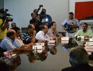 Patrocínio Uberlândia Esporte (Foto: Renato Rodrigues )