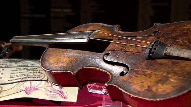 Violino 'que não parou de tocar' em naufrágio do Titanic vai a leilão (Foto: BBC)