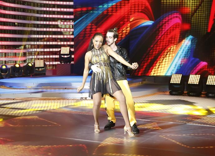 Morena sensualiza na pista de dança (Foto: Ellen Soares/Gshow)