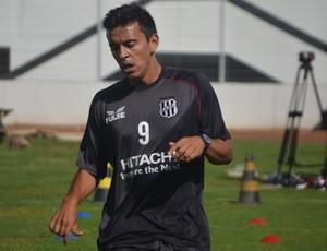 Uendel, lateral esquerdo da Ponte Preta (Foto: Murilo Borges / Globoesporte.com)