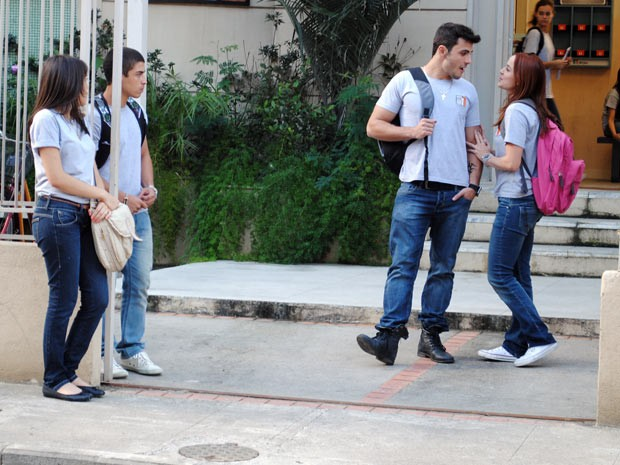 O pagodeiro fica com ódio ao vê-la com outro cara (Foto: Malhação / Tv Globo)