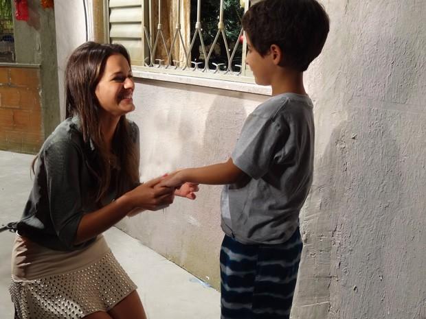 Marquezine brinca de pedir Luizinho em casamento (Foto: Salve Jorge / TV Globo)