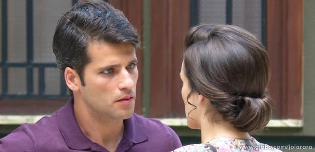 Pai de Pérola fica ofendido com acusação da ex-esposa (Foto: Joia Rara/TV Globo)