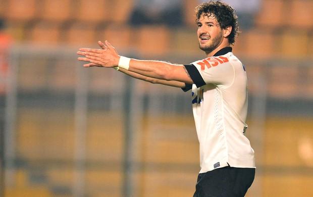 Alexandre Pato, Corinthians e Portuguesa (Foto: Marcos Ribolli)